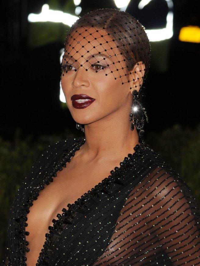 La-coiffe-retro-de-Beyonce_exact780x1040_p