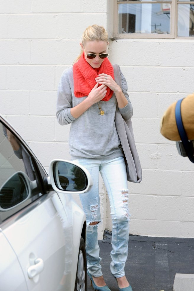 kate_bosworth_ripped_jeans_gre