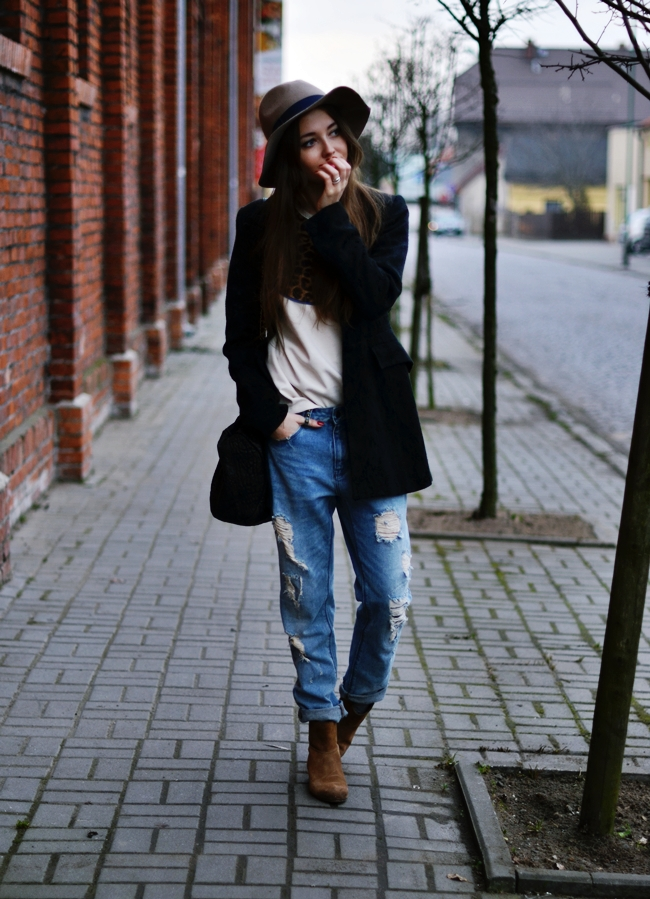 ripped-jeans-for-women-8