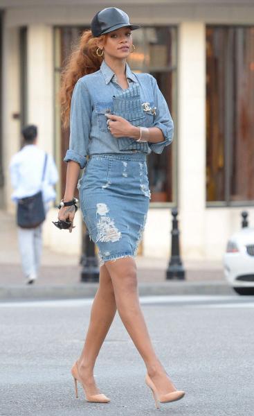 9-Rihannas-Beverly-Hills-Shopping-Current-Elliott-Chambray-Shirt-Acne-Fine-Trash-Distressed-Denim-Skirt-Céline-Nude-Pumps-and-Juliette-Jake-Crocodile-Wraparound-Clutch